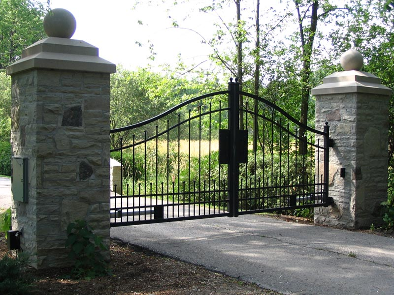 Stone Gate Pillars : View some of our custom driveway gate installations